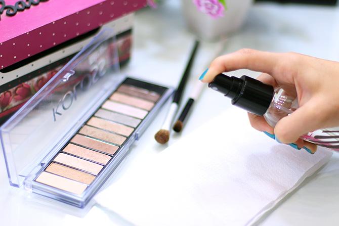 03- limpando pinceis de maquiagem em segundos higienizador de pinceis koloss