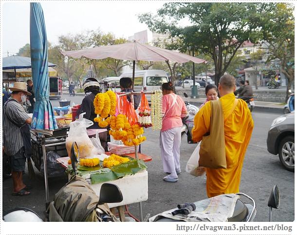 泰國-泰北-清邁-Somphet Market-Tip's Best Fresh Fruit Smoothie-市場-果汁攤-酸奶水果沙拉-燕麥水果優格沙拉-香蕉Ore0-泰式奶茶-早餐-4-575-1