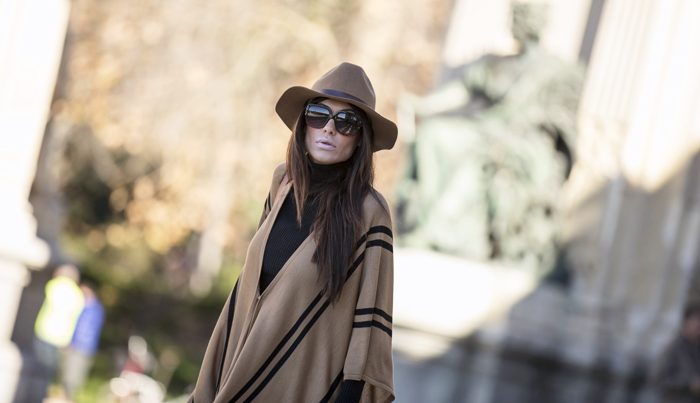 street style barbara crespo how sty boots retiro poncho outfit fashion blogger hake bag blog de moda