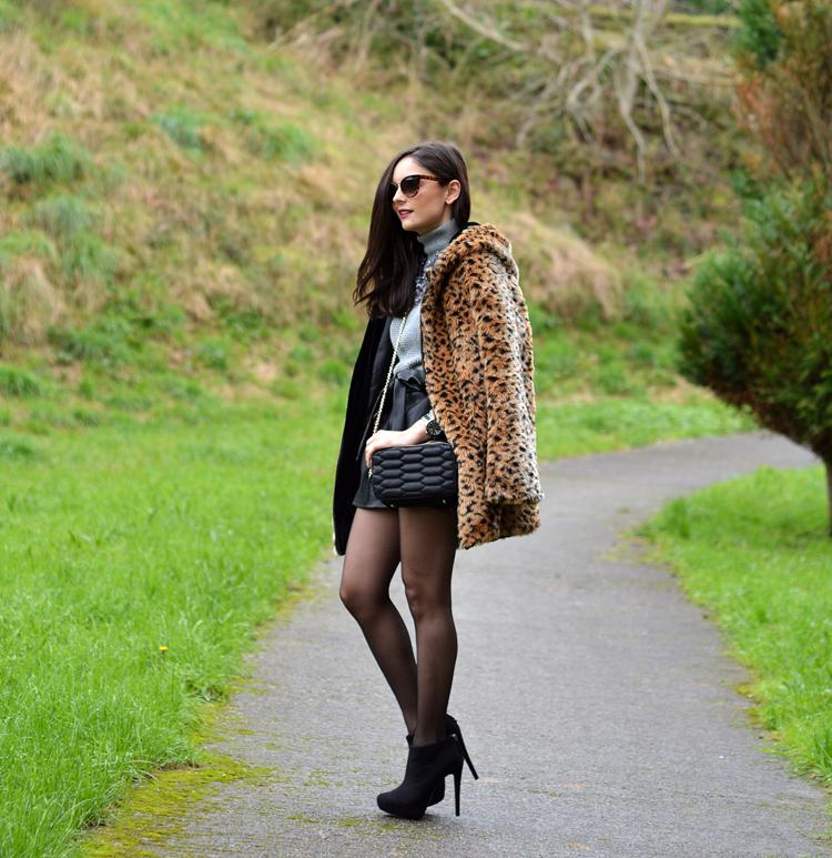 Zara_leopardo_abrigo_botines_stradivarius_bandolera_shorts_05