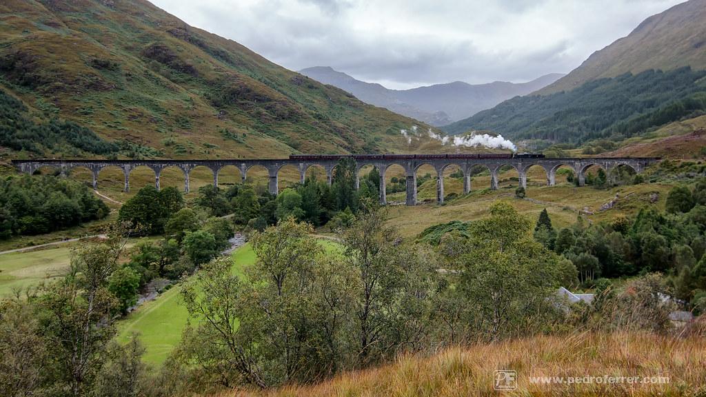 Viaducto de Glenfinnan y tren jacobita.
