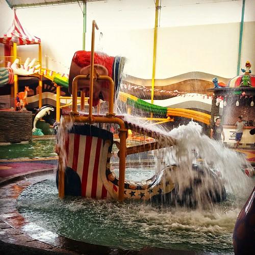Ayoo... liburan weekend ke Indoor Waterpark, Sirkus Waterplay, jatiasih... banyak doorprice menarik lho...