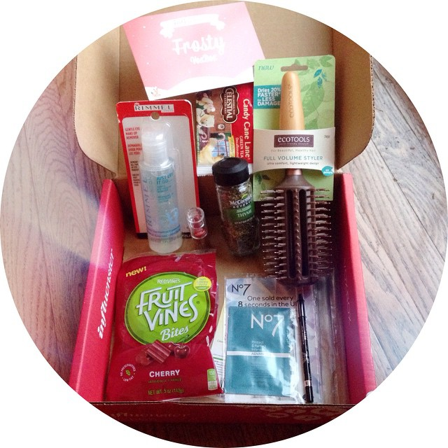 So excited to receive the #FrostyVoxBox !! It includes A LOT of goodies such as No7 Protect & Perfect #GetADVANCED Sachet, NYC Expert Last lip color in #SugarPlum, #CelestialTea Candy Cane Lane Decaf Green Tea, #LoveMyEcoHairBrush, #Rimmel Gentle Eye Make