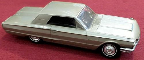 Philco Ford Thunderbird radio