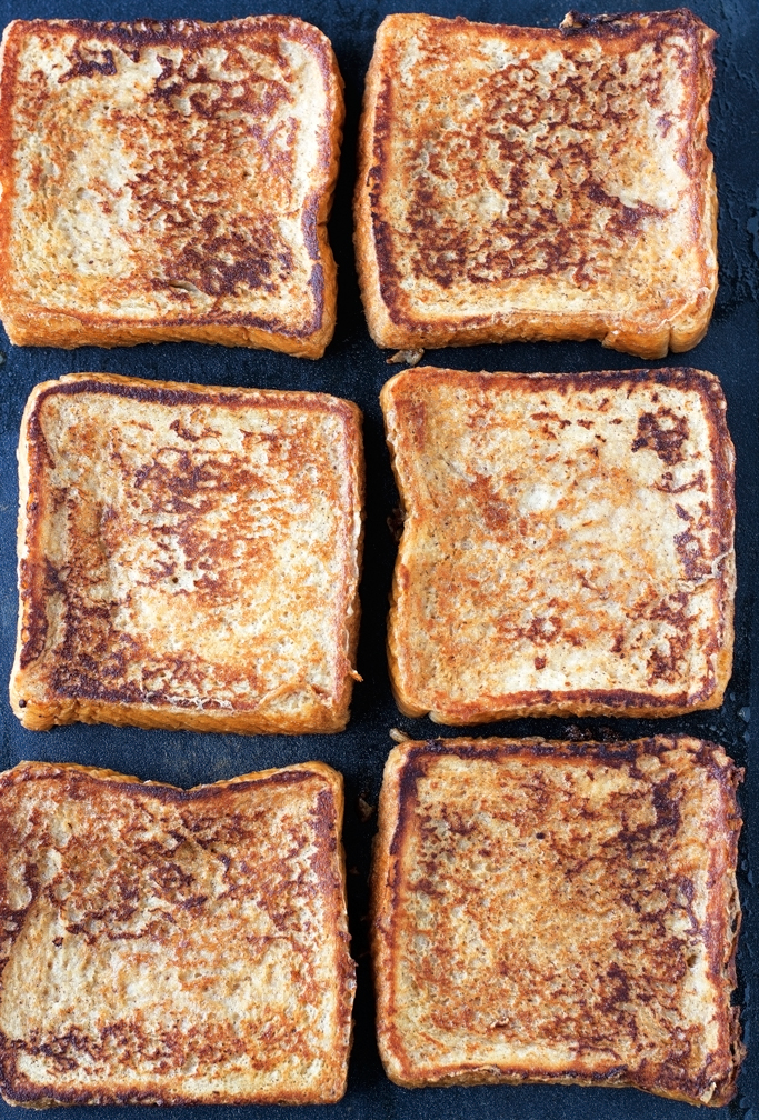 Eggnog French Toast with Cinnamon whipped cream - ready in 30 minutes and perfect for christmas breakfast! #christmas #breakfast #brunch #eggnog #frenchtoast   littlespicejar.com