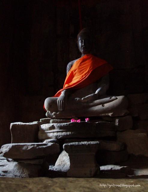Буддам в Байоне поклоняются и сегодня