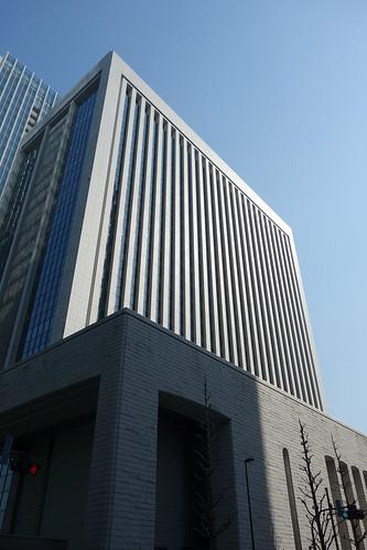 "Tokyo_16 東京都丸の内の高層ビルディングを撮影した写真。 ""三菱東京UFJ銀行本館""。"
