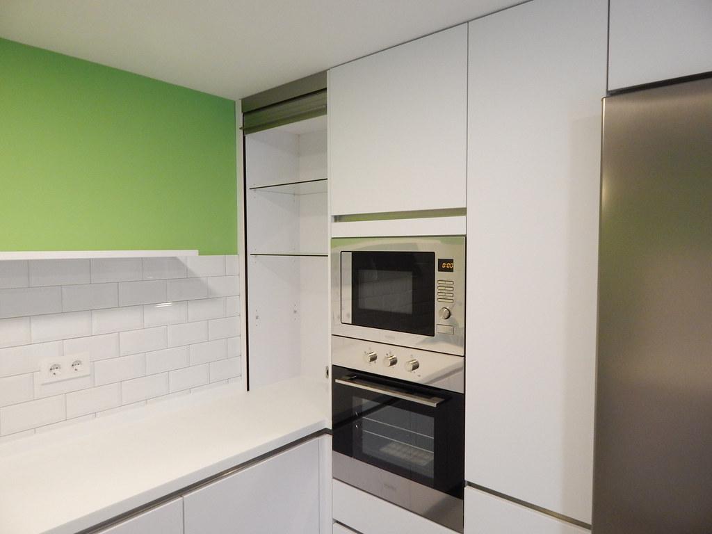 Muebles de cocina modelo laser blanco polar - Mueble persiana cocina ...