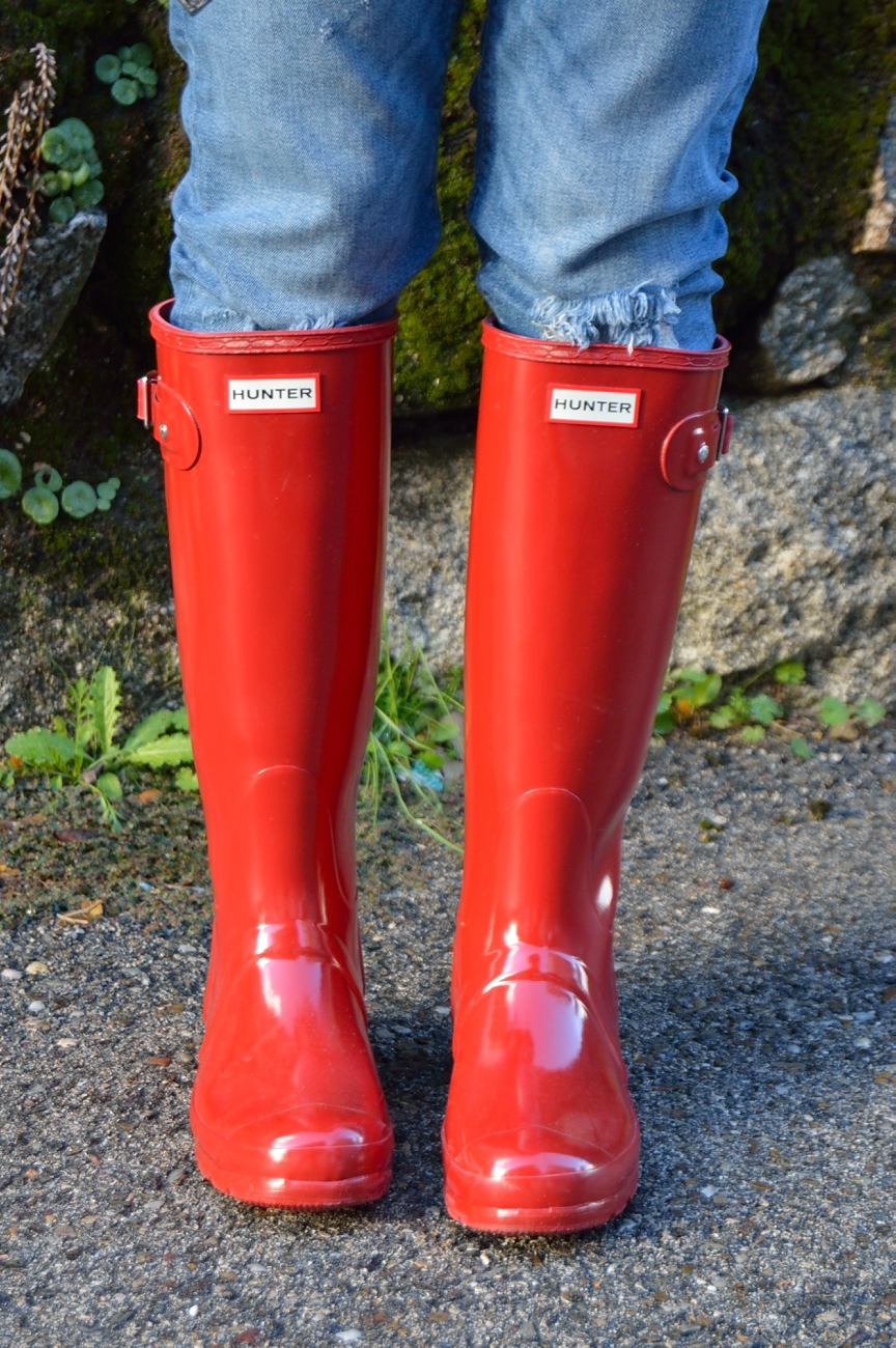 lara-vazquez-madlula-style-boots-pop-of-red-hunter
