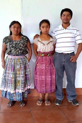 Ana Maria Ujpan Gonzalez y padres