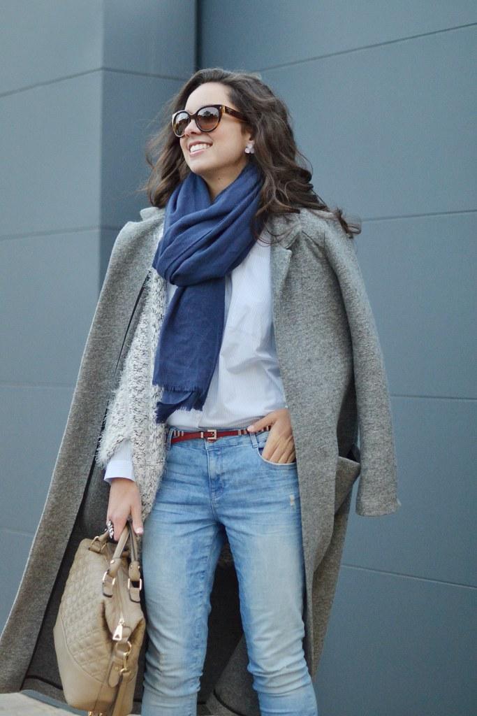 Cómo combinar una de las tendencias del año: abrigo largo gris