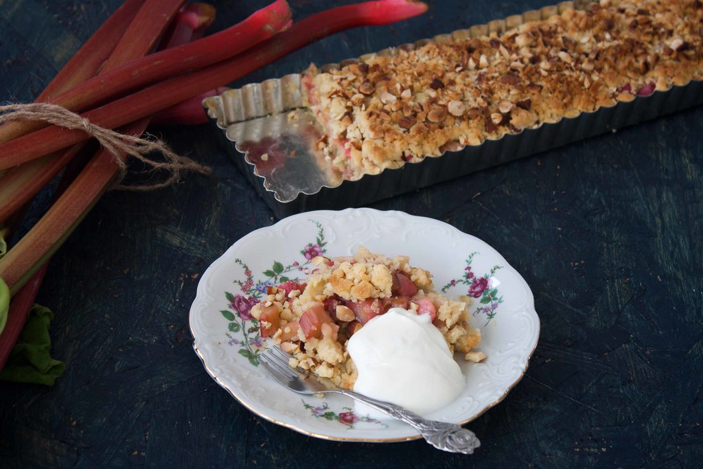 Recipe for Homemade Rhubarb Crumb Pie