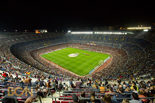 Resultado de imagem para Camp Nou barcelona jogando