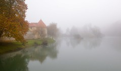 A Castle in foggy morning/Grad v meglenem jutru