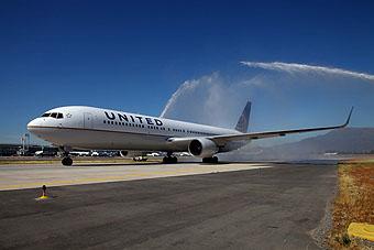United B767-300ER Water Salute (United)