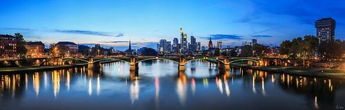 panorama skyline river deutschland licht europa hessen frankfurt main capital hauptstadt stadt architektur ufer brücke fluss cityview sachsenhausen scyscraper blaue abends dächer stunde frankherrmann