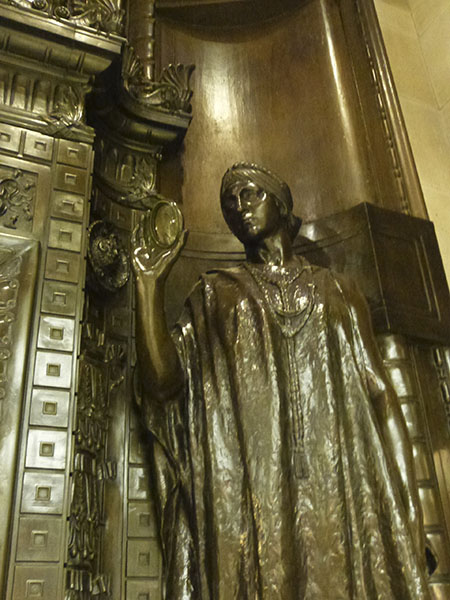 statue selfridge