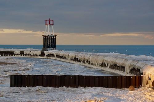 winter sunset lake chicago ice lakemichigan lakeshore lakefront northavenuebeach chiberia