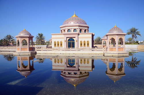 light colors architecture composition details mirrorreflection beautifuloman qualityphotograph clariry