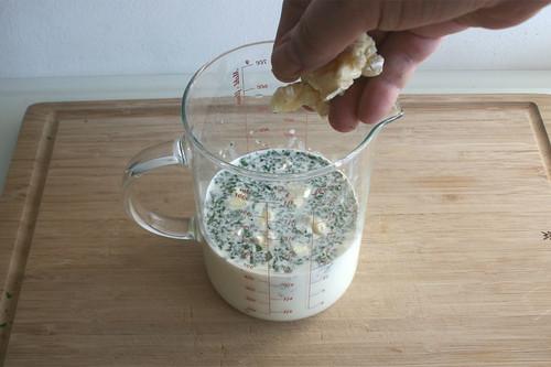 19 - Gewürfelten Brie hinein geben / Add diced brie cheese