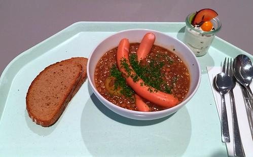 Lentil stew with sausages & bred / Linsensuppeneintopf mit Wiener Würstchen & Bauernbrot