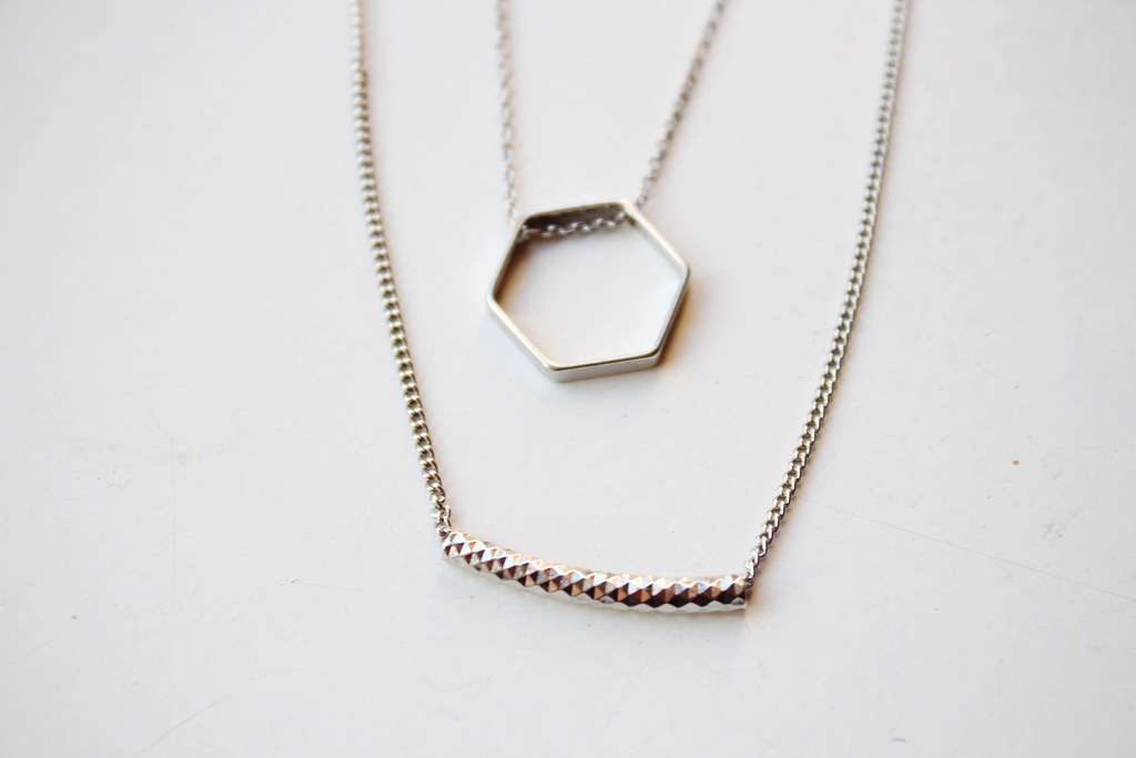 geometri</i>c-shape-fine-pendant-necklace