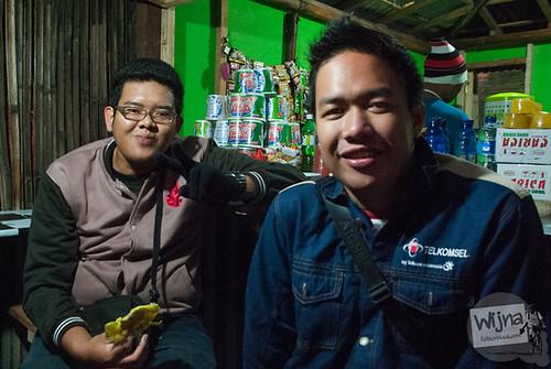 Teman naik bus ke Bukit Sikunir di Desa Sembungan