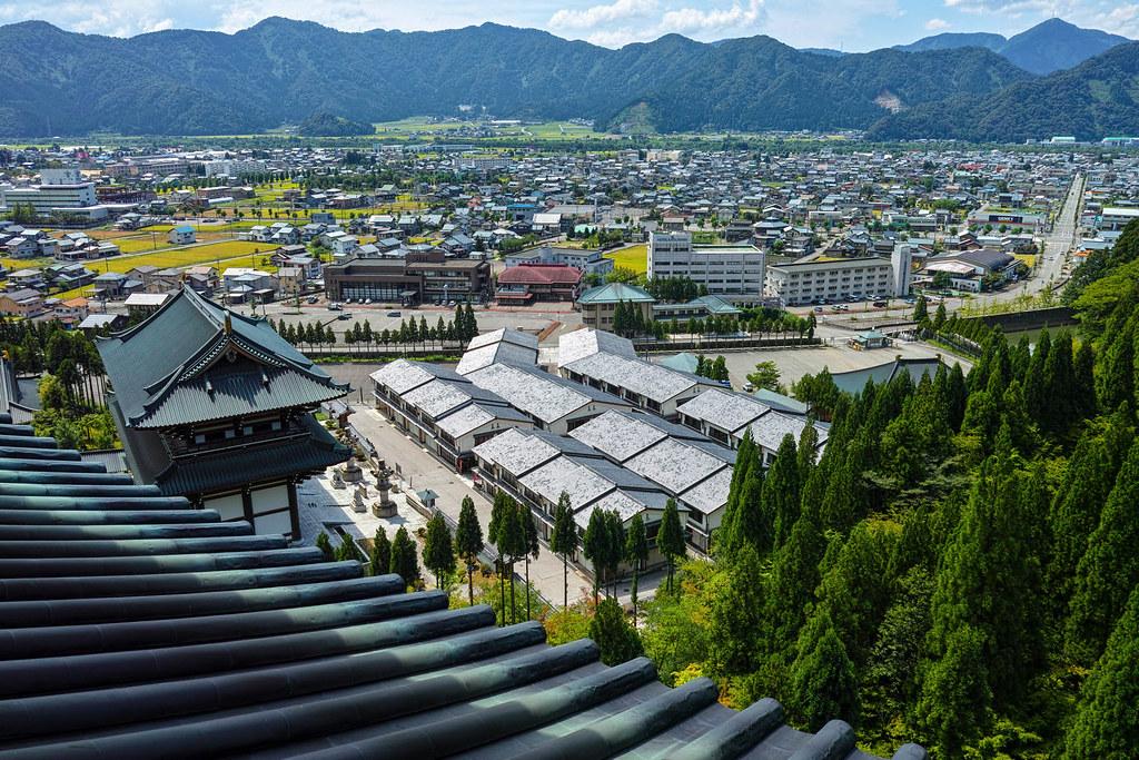 五重の塔から見下ろす清大寺のゴーストタウン