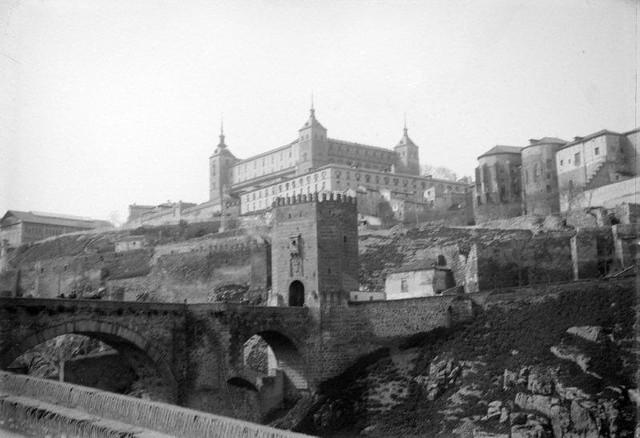 Puente de Alcántara en 1899. Fotografía de René Ancely © Marc Ancely, signatura ANCELY_1899_2545_2549