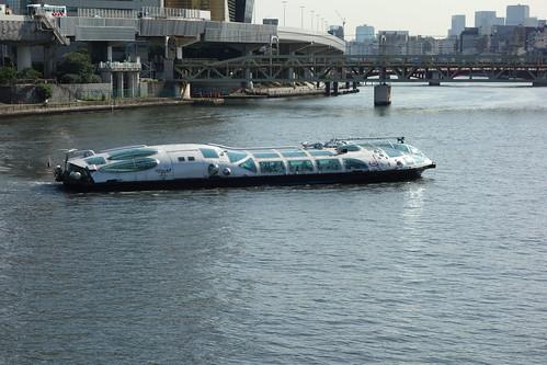 "Sumida River_1 隅田川に浮かぶ水上バスの写真。 ""松本零士"" 氏デザインの ""ヒミコ"" と言う名の船。"