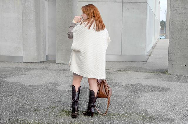 Capa blanca y vestido de lana Massimo Dutti