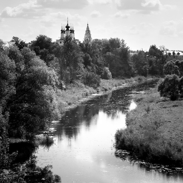 Church and the Kamenka river, Suzdal, Russia スズダリ、カーメンカ川と教会