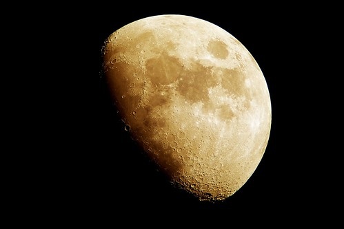Moon_16_Processed 自作天体望遠鏡とコンパクトデジタルカメラで撮影した月の写真。クレーターが際立って見える。色は黄色 月の兎が見える。