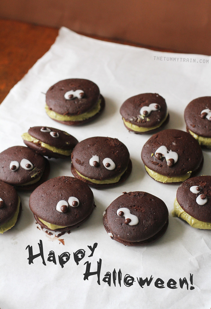 15037468553 f872b92044 b - My Halloween not-scary-at-all whoopie critters