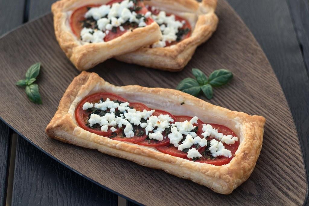 Butterdejstærter med tomat, basilikum og feta (9)