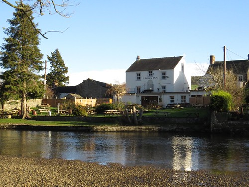 585 The Sun Inn beside Eamont River at Pooley Bridge