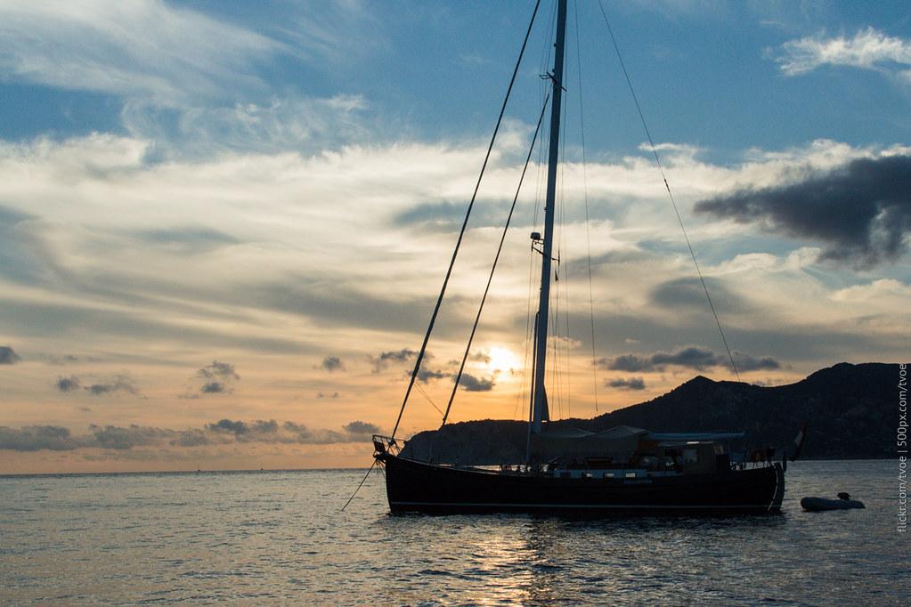 Голландская парусная яхта на Ибице