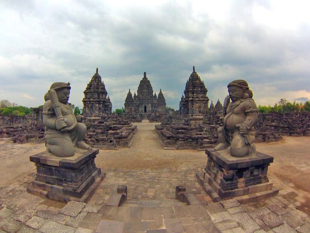 Templo de Candi Sewu yogyakarta - 16255323722 f15933baf1 o - Cosas que hacer en Yogyakarta y datos prácticos