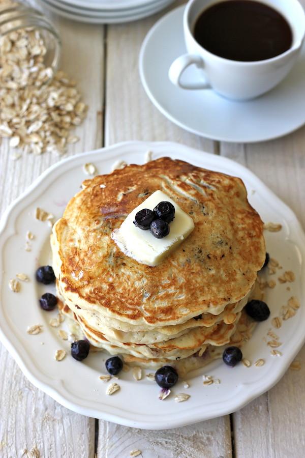 breakfast, dejeuner, idée de dejeuner, oeuf, toast, bagel, fruit, smoothie, essentiel, idée, manger, pancake, café