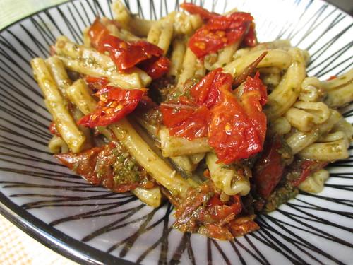 caserecce pesto basilico mandorle pomodori secchi vegan