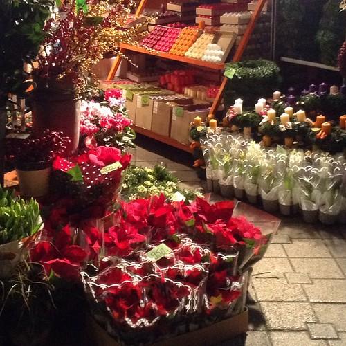 В Будапеште начались цветочно-свечно-елочные рождественские базары))) #будапешт