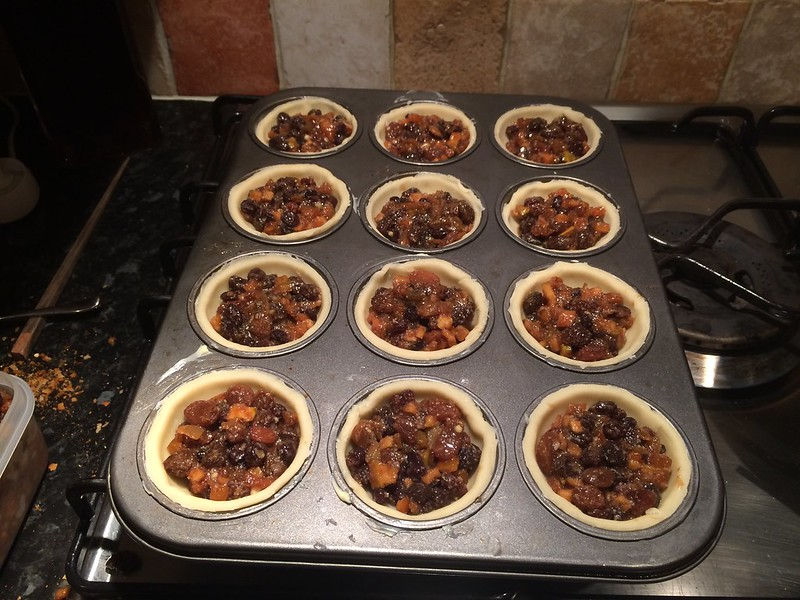 Mince Pies : Fill the pies