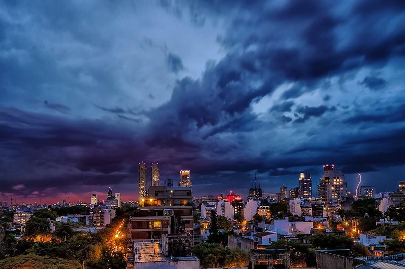 Pequeño rayo al atardecer - Small lightning at sunset