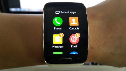 App tray ของ Galaxy Gear S