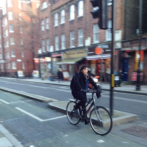 London cycle chic by Aude-4