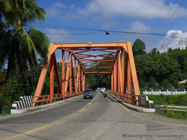 Bridge over Agus River. We got down right after we passed the bridge. Maria Cristina Falls in Iligan City, Philippines