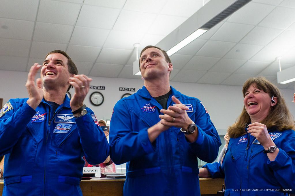 Astronauts celebrate Orion's successful splashdown
