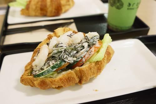 薯的海帶芥苿醬鮮蝦牛角包