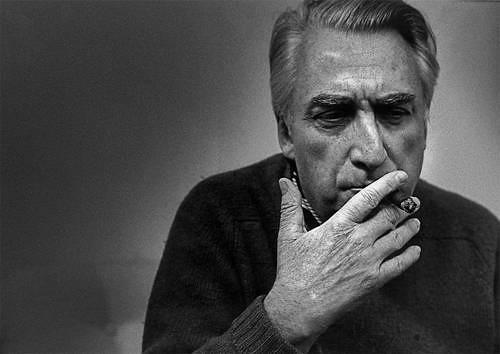 Barthes era hombre de la teoría, su mundo coincidía con la literatura: textos, signos, y fuera de los textos más signos. La política: un signo. La historia, la ideología, la fama: puros signos, expresó en su momento el crítico literario Andreas Kurz Foto tomada de Internet