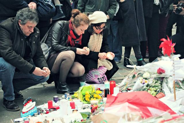 Parisians mourning Charlie Hebdo